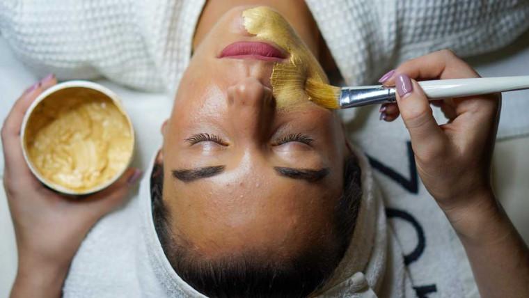 zlatna maska za lice