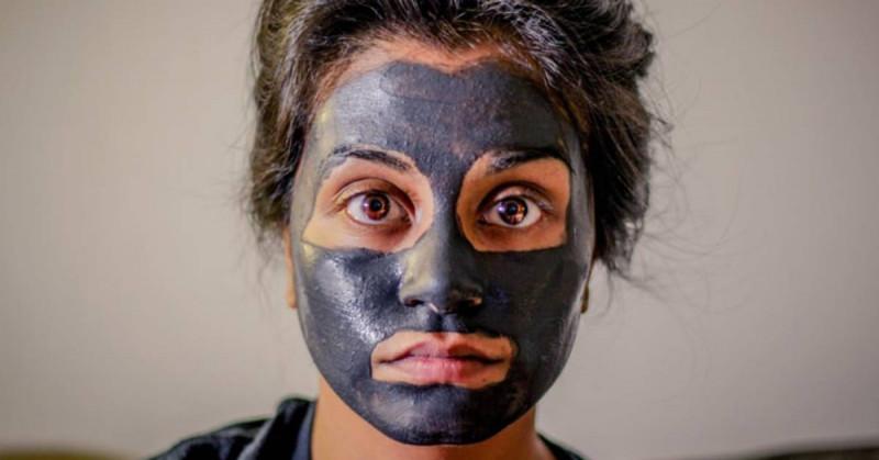 aktivni ugalj na licu