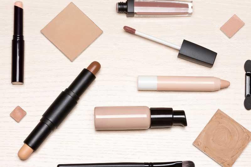 sakrivanje bubuljica šminkom